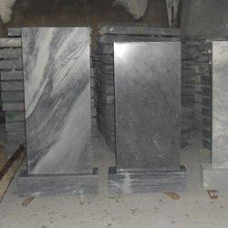 стелы и тумбы из мрамора